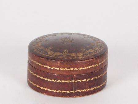 Round Embossed Leather Box - IB03195