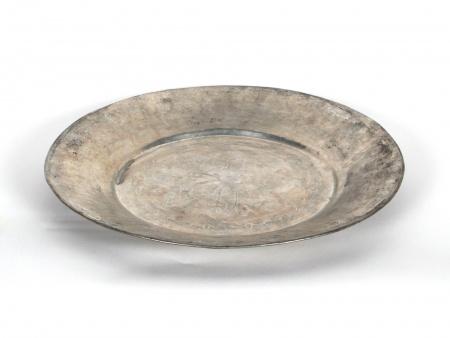Oriental Platter in White Hammered Metal - IB04708
