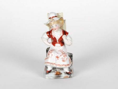 Porcelain Sculpture. Late 19th Century - IB05060
