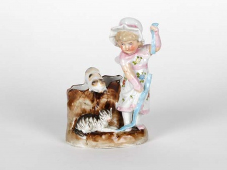 Porcelain Sculpture: Young Girl With Kitten - IB05061