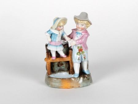 Porcelain Sculpture: 2 Children - IB05066