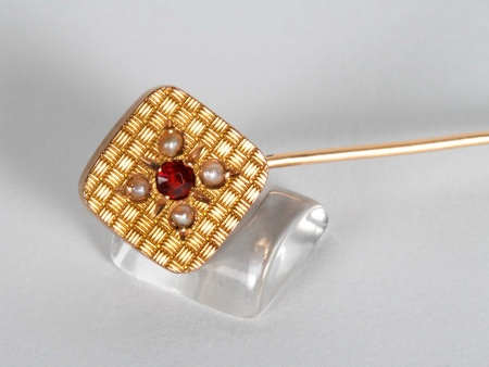 Gold, Ruby, and Pearls Brooch - IB06158
