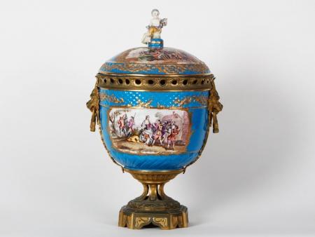 19th Century Dresden Porcelain Pot-Pourri - IB07705